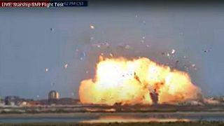 لحظة انفجار نموذج الصاروخ