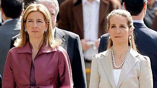 الأميرة كريستينا (يسار) والأميرة إيلينا (يمين)