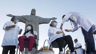 Le 18/01/2021, Terezinha et Dulcinea ont été les premières brésiliennes à recevoir le vaccin anti-covid chinois Sinovac, devant la statue du Christ Rédempteur de Rio