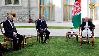 دیدار زلمی خلیلزاد، نماینده ویژه آمریکا در امور صلح افغانستان با محمد اشرفغنی، رئیس جمهوری و عبدالله عبدالله، رئیس شورای عالی مصالحه ملی(عکس آرشیوی است)