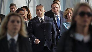 Ungarns Ministerpräsident Viktor Orban, Mitte, kommt zu einem Treffen der Europäischen Volkspartei in Brüssel, 20.03.2019