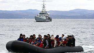 Ege'de Frontex gemisi ve göçmenler (arşiv)