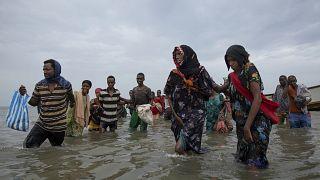 مهاجرون إثيوبيون يصلون إلى اليمن، عازمين على الوصول إلى المملكة العربية السعودية الغنية بالنفط.
