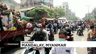 Funerales multitudinarios de las víctimas de la represión militar