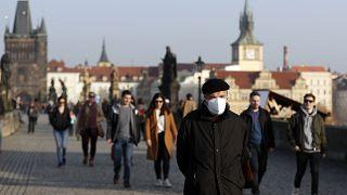 Zu langsam, zu spät? Kritik am Coronamanagement in Tschechien