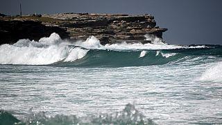 Une plage de Sydney, Australie, le 5 mars 2021, après une série de séismes survenus dans le Pacifique