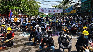 Manifestants en première ligne de la mobilisation pro-démocratie, Rangoun (Birmanie), le 05/03/2021
