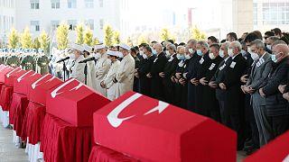 Bitlis'te meydana gelen helikopter kazasında hayatını kaybeden 11 asker için Ahmet Hamdi Akseki Camii'nde cenaze töreni düzenlendi