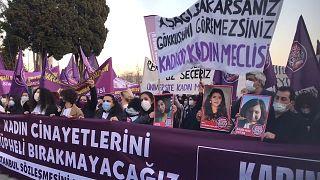 8 Mart öncesi kadına yönelik şiddetin son bulması için Beşiktaş'ta eylem düzenlendi