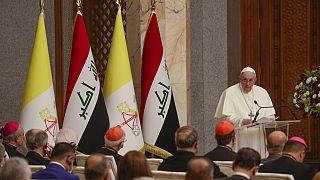 Papa Francis Irak'ta konuşma yaparken