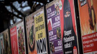 ملصقات ضمن الحملة الخاصة بالاستفتاء، تدعو إلى التصويت لحظر النقاب/ جنيف 1 آذار-مارس 2021