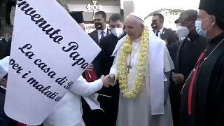 Papst jubelnd in Bagdad empfangen
