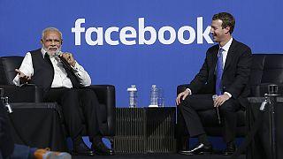 2015 yılından bir kare. Facebook CEO'su Mark Zuckerberg ile Hindistan Başbakanı Narendra Modi ABD Kaliforniya'da bir söyleşide.