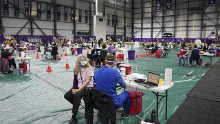فضاء رياضي حول إلى مركز تلقيح ضد كوفيدـ19 في منيسوتا في الولايات المتحدة. 2021/03/05