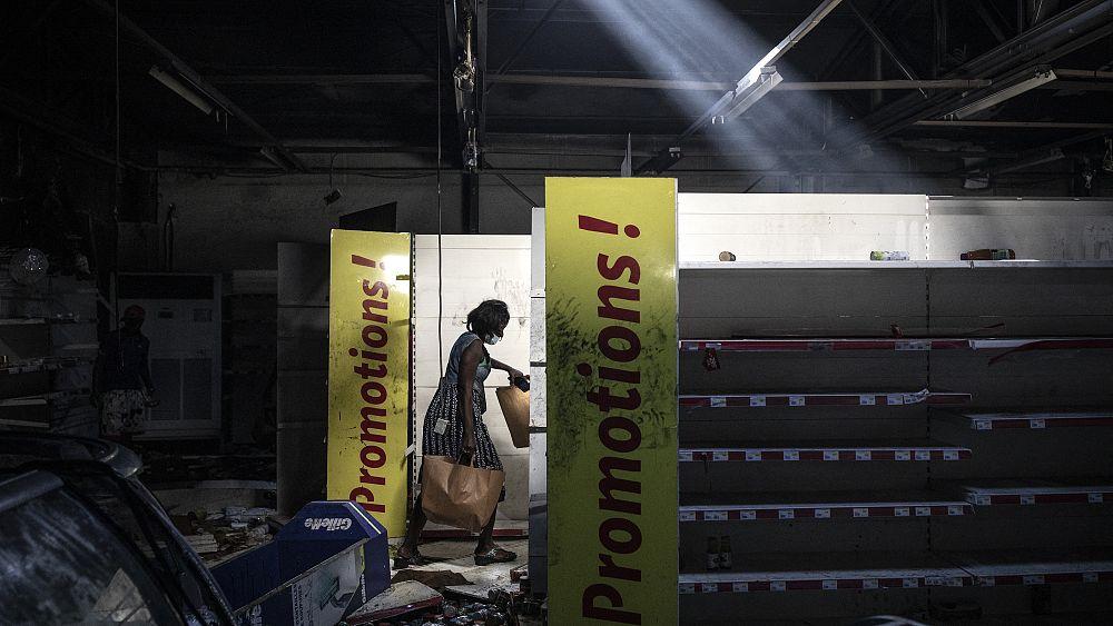 Schwere Krawalle in Dakar: Auchan geplündert und ausgebrannt