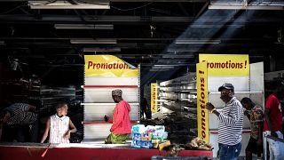 یکی از فروشگاههای غارت شده اوشان در سنگال
