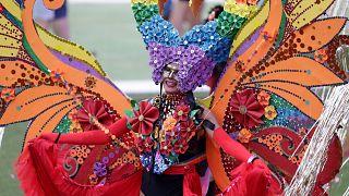 Bunter Paradiesvogel der Sydney Mardi Gras Parade