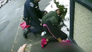 شرطة روتشستر تلقي القبض على امراة سوداء