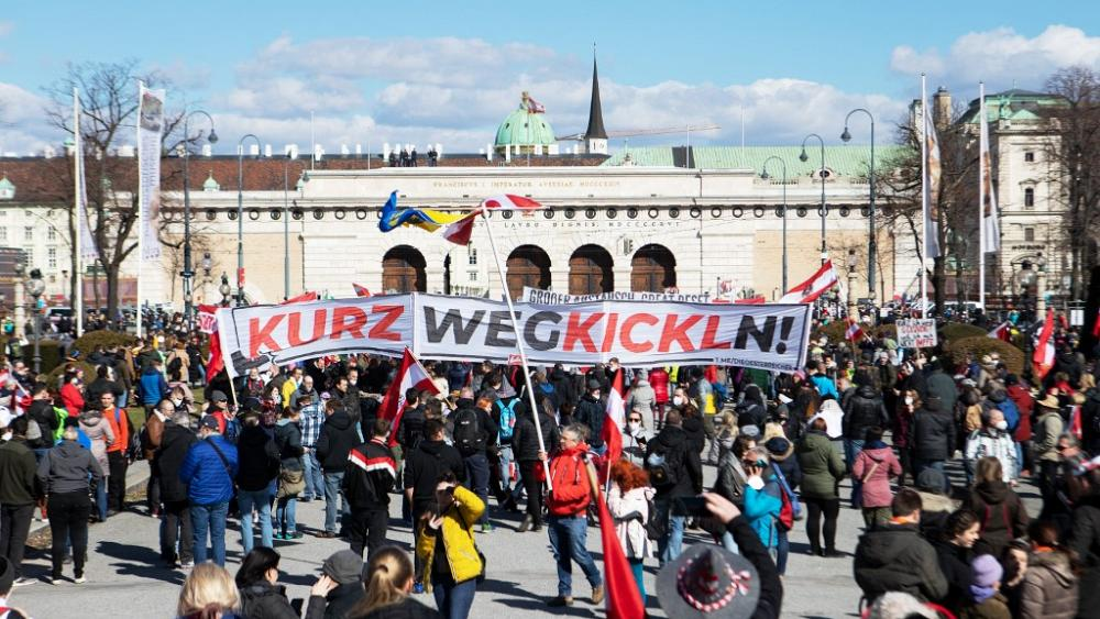 FPÖ, Identitäre, Neonazis, QAnon: 10.000 bei Corona-Protest in Wien