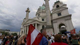 صورة من الارشيف - مظاهرة حاشدة ضد قيود احتواء كوفيد-19 في فيينا - النمسا