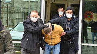 Samsun'un Canik ilçesinde eski eşini 5 yaşındaki çocuğunun önünde darbeden zanlı tutuklandı.