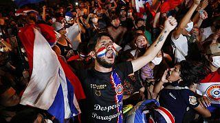 Manifestantes piden la dimisión del presidente Benítez