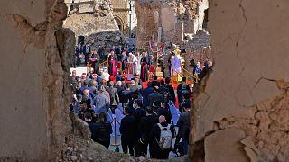 Papa Francisco reza em Mossul