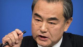 وزير الخارجية الصيني وانغ يي خلال مؤتمر صحافي