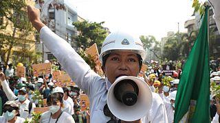 متظاهرون ضد الانقلاب في مدينة ماندلاي في ميانمار. 2021/03/07
