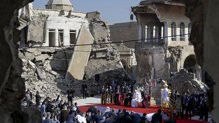 Prière du pape François pour les victimes de la guerre à Mossoul, en Irak, le dimanche 7 mars 2021.