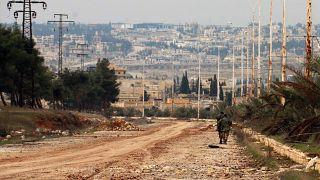 قوات الهندسة السورية تبحث عن ألغام على الطريق السريع M5، الذي استعادته قوات الرئيس الأسد