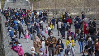 Diyarbakı'da 'kısıtlamasız' pazar hareketliliği