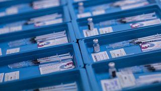 Préparation de vaccins à Gibraltar, 4 mars 2021