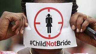 یک زن معترض به ازدواج کودکان در نیجریه