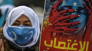 متظاهرة من مسلمات الأويغور