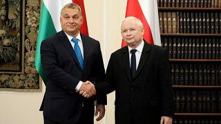 Orbán és Kaczynski négy éve Varsóban: egy platformon