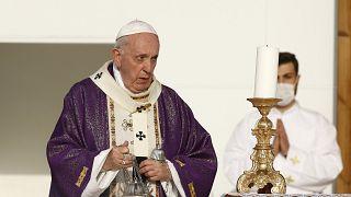 Ferenc pápa a kurdisztáni Erbíl Franszo Haríri Stadionjában misézik 2021. március 7-én.
