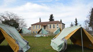 Σκηνές για σεισμοπαθείς στο χωριό Πραιτώριο Ελασσόνας,