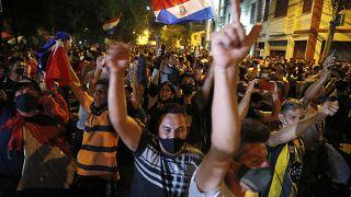 Los paraguayos exigen la renuncia del Gobierno en el cuarto día de protestas contra la gestión de la pandemia