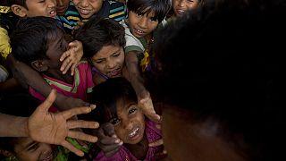 Myanmar'dan kaçan Arakanlı Müslümanlar Bangladeş'teki kamplarda kalıyor