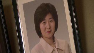 بعد اختفائها منذ 10 سنوات جراء تسونامي.. ياباني لا يزال يبحث عن زوحته