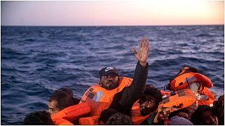 مهاجرون ولاجئون من جنسيات أفريقية، على بعد 122 ميلًا قبالة الساحل الليبي ، يوم الجمعة 12 فبراير 2021