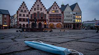 Weggeworfene Maske in Deutschland