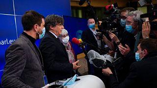 کارلس پوجدون و دو نماینده دیگر استقلال طلب کاتالونیا در پارلمان اروپا