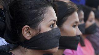 Hindistan'da bir gazetecinin toplu tecavüze uğraması protesto edildi (arşiv)