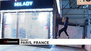 Kevin et ses amis escaladent les façades des magasins à Paris pour éteindre l'éclairage des magasins.