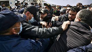 Les étudiants descendent à nouveau dans les rues d'Alger