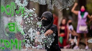 خلال مظاهرة للاحتفال باليوم العالمي للمرأة في مكسيكو سيتي، 8 مارس 2021