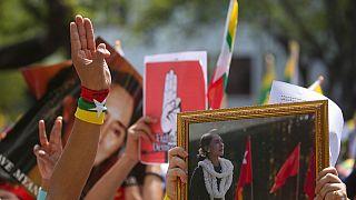 Ordunun 1 Şubat'ta yönetime el koymasından bu yana 90'dan fazla gösterici hayatını kaybetti