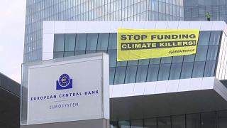Action de Greenpeace contre la BCE, accusée de soutenir les entreprises polluantes
